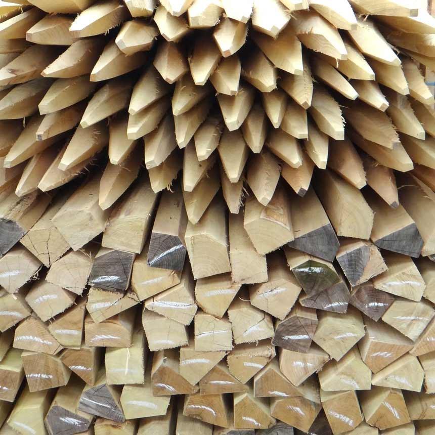Baumpfahl dreikant aus Akazienholz